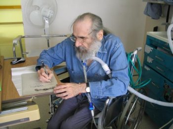 The late Charles L. Grant signing the limited edition (2004)